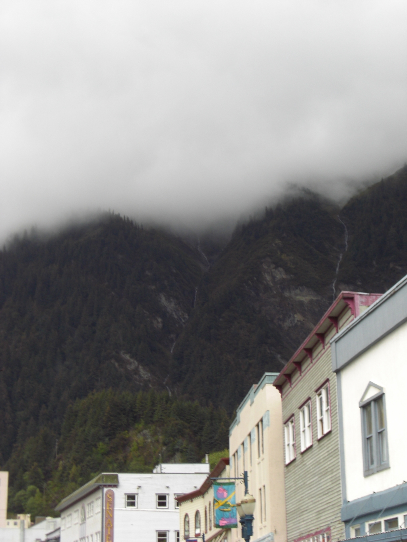 Böser Berg mit Wokenmütze
