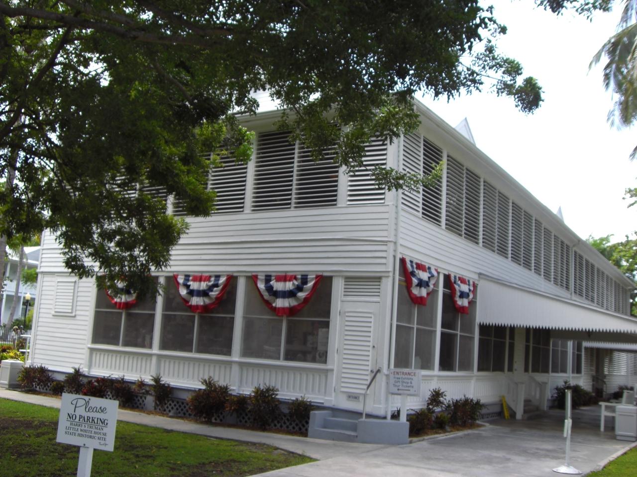 Little white House 2