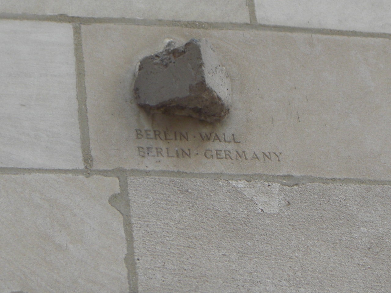 Tribune Tower - Berliner Mauer