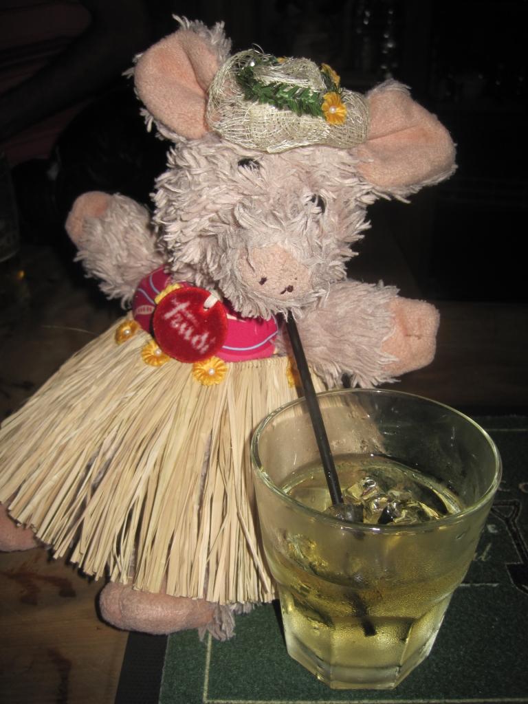 Trudi als Hula-Dame
